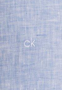 Calvin Klein Tailored - SOLID SLIM SHIRT - Formal shirt - blue - 2