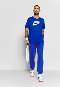 Lacoste Sport - HERREN - Träningsbyxor - blue - 1