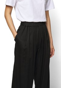 Mother of Pearl - ELASTICATED TROUSER WITH CUFF HEM - Trousers - black - 6