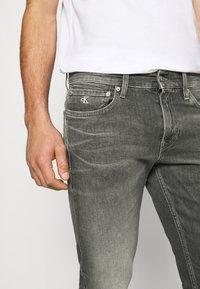 Calvin Klein Jeans - SLIM - Jeans slim fit - visual grey - 3