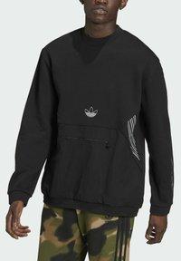 adidas Originals - SPRT ARCHIVE MIXED-MATERIAL CREW SWEATSHIRT - Sweatshirt - black - 2