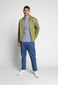 Tommy Jeans - OVERDYE - Shirt - white/twilight navy - 1