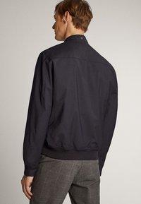 Massimo Dutti - MARINEBLAUE FUNKTIONSJACKE - Bomber Jacket - blue-black denim - 2