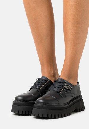 GROOVY CHUNKS - Lace-ups - black