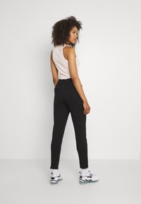 ONLY - ONLPOPSWEAT EVERY LIFE EASY PNT NOO - Joggebukse - black - 2