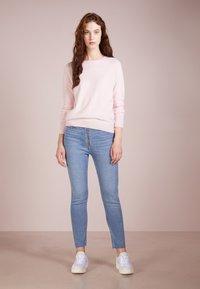 pure cashmere - CLASSIC CREW NECK  - Strikkegenser - pink - 1