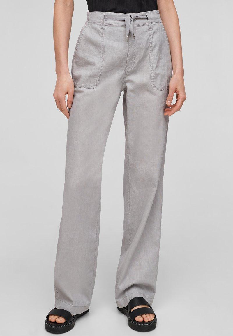 QS by s.Oliver - Pantalon classique - light grey