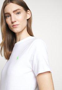 Polo Ralph Lauren - Camiseta básica - white/ant neon - 6