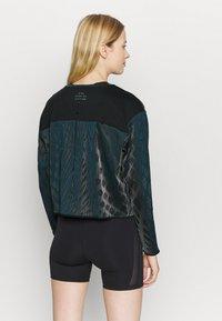 Nike Performance - RUN DIVISION HOLOKNIT  - Sports shirt - black/green abyss - 2