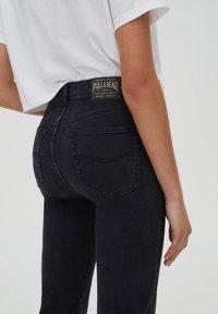 PULL&BEAR - SLIM MOM - Jeans slim fit - black - 4