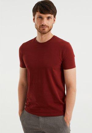 SLIM FIT - Basic T-shirt - red