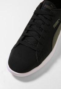 Puma - SMASH  UNISEX - Sneakers - puma black/forest night - 5