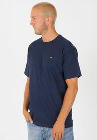 Vans - OFF THE WALL CLASSIC - Shirt - dress blues - 0