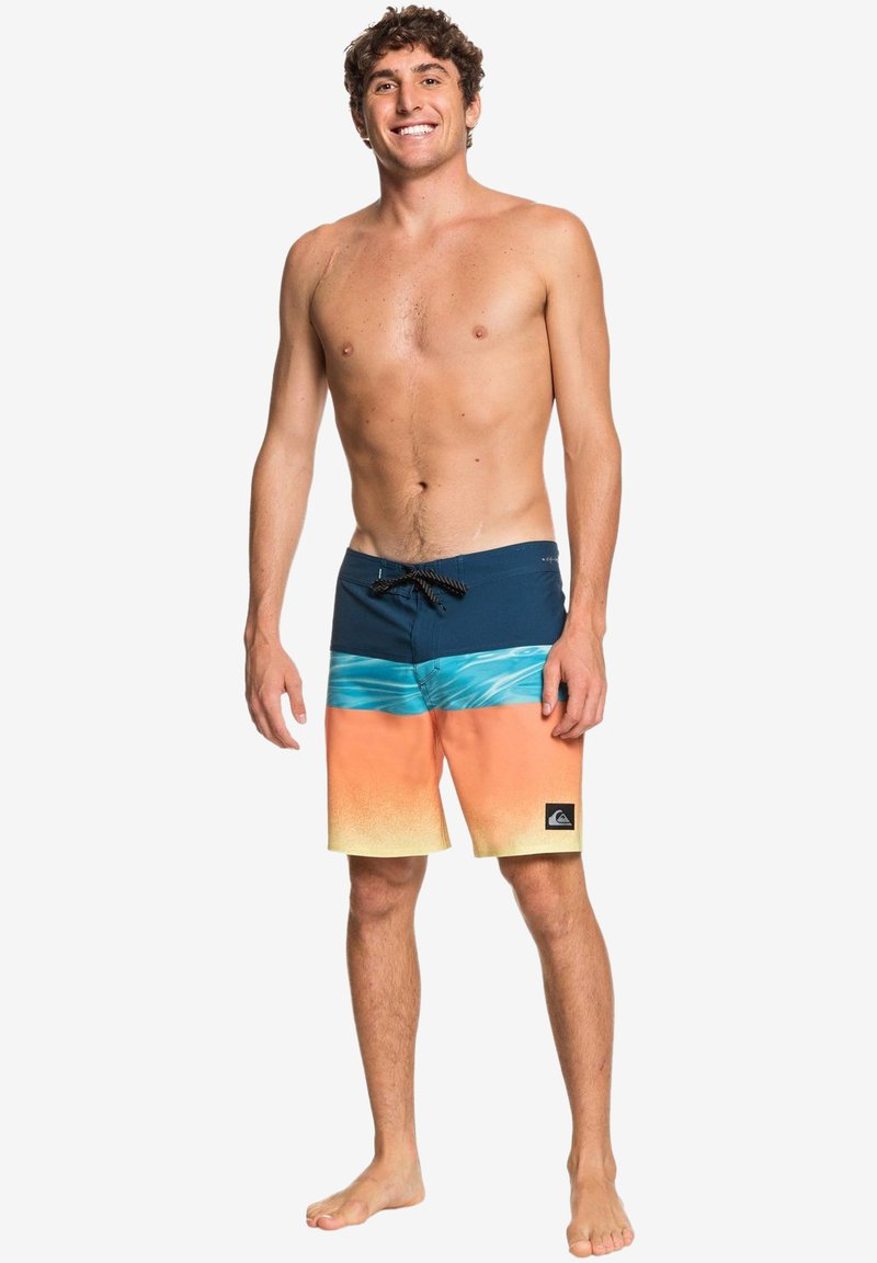 Quiksilver - HIGHLINE HOLD DOWN  - Swimming shorts - majolica blue