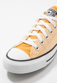 Converse - CLASSIC CHUCK OX - Sneakers - sunflower gold/egret/white - 5
