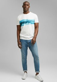 Esprit - ARTWORK - Print T-shirt - off white - 1