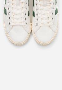 Gola - TENNIS MARK COX  - Sneakersy wysokie - offwhite/dark green - 5