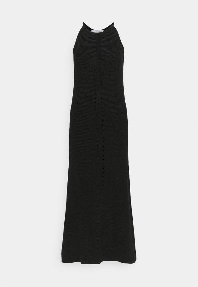 SLFMAXA DRESS TALL - Abito in maglia - black