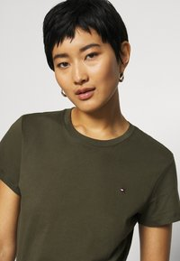 Tommy Hilfiger - T-shirt basic - army green - 3