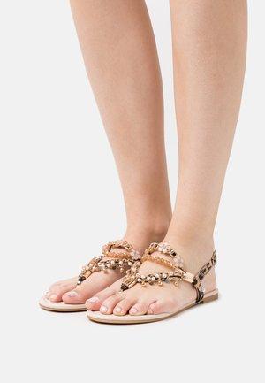 VEGAN REBECCA - Sandály s odděleným palcem - tan
