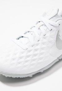 Nike Performance - TIEMPO JR LEGEND 8 ACADEMY TF UNISEX - Astro turf trainers - white/chrome/pure platinum/metallic silver - 2