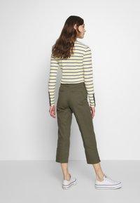 Sisley - TROUSERS - Pantaloni - khaki - 2