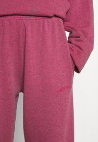 BDG Urban Outfitters - PANT - Joggebukse - raspberry - 5