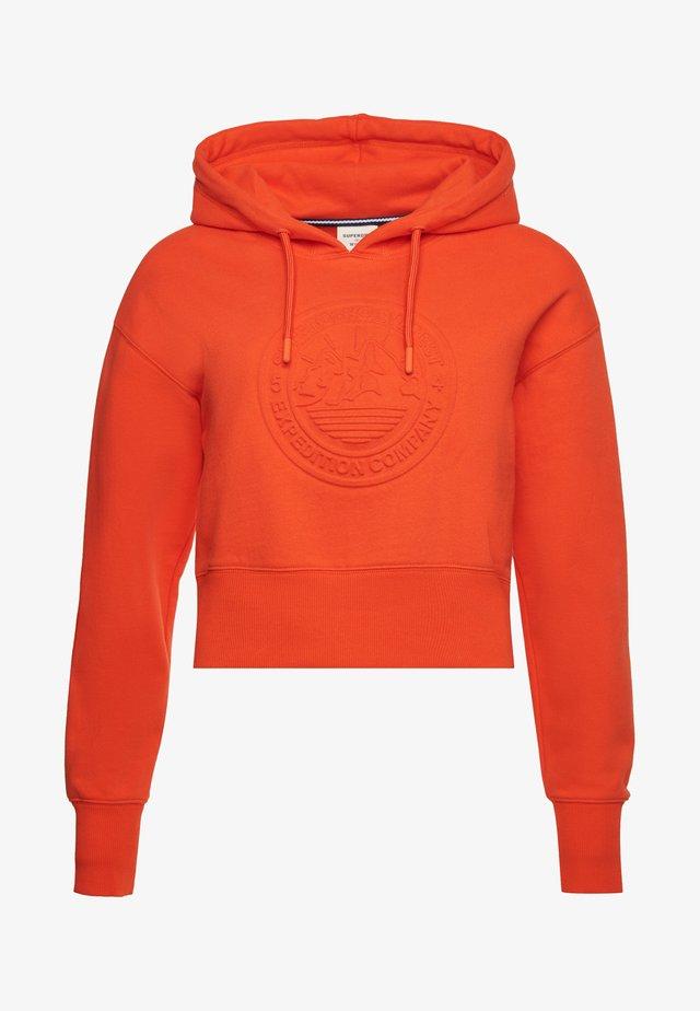 EXPEDITION EMBOSSED BOXY - Hoodie - bold orange