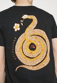 Quiksilver - CAUTIONARY TALE - Print T-shirt - black - 5