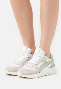 Puma - RS 2.0 FEMME  - Baskets basses - white/desert sage/marshmallow - 0