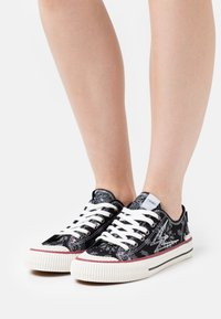 MOA - Master of Arts - MASTER COLLECTOR LOONEY - Sneakers basse - black - 0