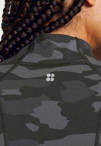 Sweaty Betty - POWER WORKOUT ZIP THROUGH JACKET - Sportovní bunda - black tonal - 4