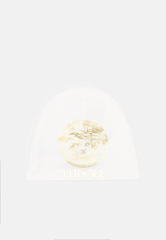 HAT MEDUSA WITH GRECA SIGNATURE - Čepice - white/gold
