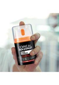 L'Oréal Men Expert - PURE CARBON VOLCAN MINERAL FACECARE - Face cream - - - 3