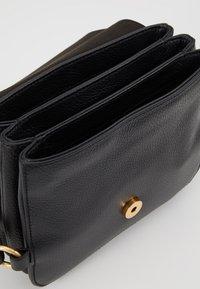 Coccinelle - ZANIAH SQUARE - Across body bag - noir - 4