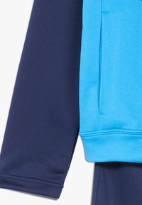 Nike Sportswear - B NSW CORE TRK STE PLY FUTURA - Chaqueta de entrenamiento - midnight navy/laser blue/white - 5