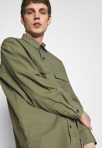 Edwin - BIG SHIRT  - Košile - military green - 3