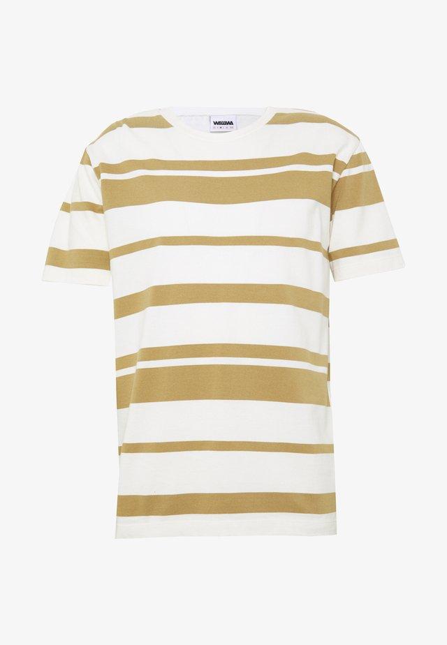 T-shirt con stampa - desert sand