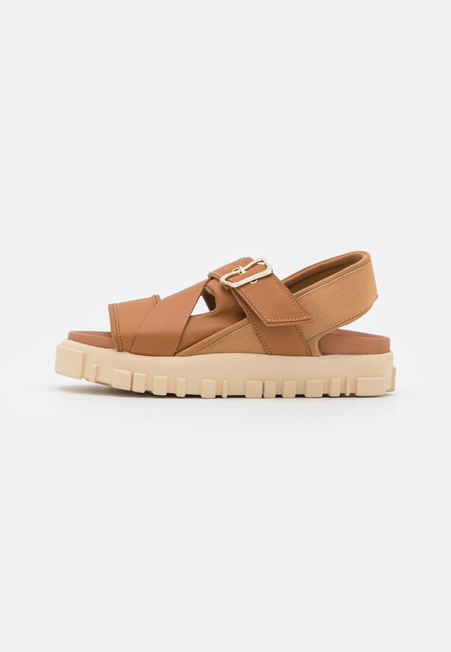 NATIONAL  - Sandalen met plateauzool - camel