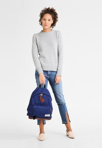 Eastpak - WYOMING/INTO THE OUT - Rucksack - into tan navy - 0