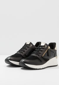 Tamaris - Trainers - black/gold - 4