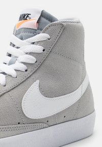 Nike Sportswear - BLAZER MID '77 UNISEX - Zapatillas altas - wolf grey/white/black/total orange - 5