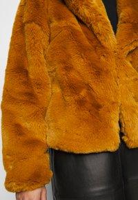 Missguided Petite - SHORT COLLAR COAT - Winter jacket - camel - 7