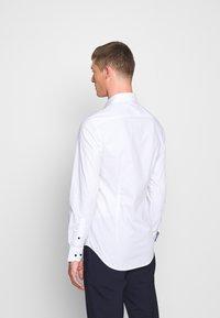 Tommy Hilfiger Tailored - SLIM FIT - Camicia elegante - white - 2