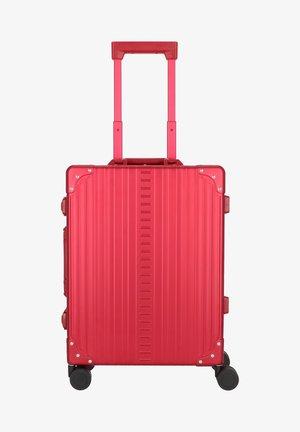 TRAVELER - Wheeled suitcase - ruby