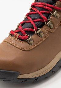 Columbia - NEWTON RIDGELUXE - Hiking shoes - elk/mountain red - 5