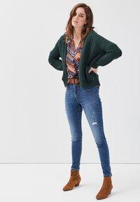 Cache Cache - MIT 5 TASCHEN - Jeans Skinny Fit - denim stone - 1