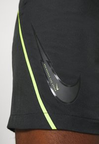 Nike Performance - DRY  - Korte broeken - black/volt - 5