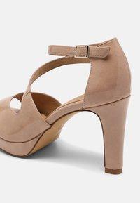 s.Oliver - Platform sandals - nude - 5
