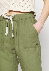 Roxy - Trousers - vineyard green - 5